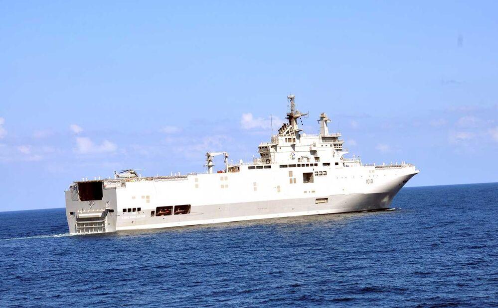 O ENS Gamal Abdel Nasser é um navio de assalto anfíbio e porta-helicópteros da classe francesa Mistral. O navio foi nomeado em homenagem ao antigo presidente do Egito. É interessante que é um dos dois porta-aviões da classe Mistral que estava inicialmente destinado para a marinha da Rússia. No entanto, quando a França cancelou o contrato, o Egito comprou ambos os navios em 2015. Os ENS Gamal Abdel Nasser e ENS Anwar El Sadat foram entregues à República Árabe do Egito em 2016