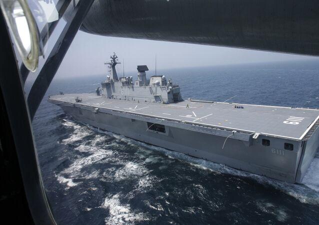O ROKS Dokdo é um navio de assalto anfíbio sul-coreano. É o navio principal da Marinha da República da Coreia. O porta-helicópteros foi lançado em 2005 e entrou em serviço na Marinha sul-coreana dois anos depois. Atualmente o ROKS Dokdo é o navio-almirante e o maior porta-helicópteros da Marinha da República da Coreia. O navio recebeu o nome do grupo de pequenas ilhas Liancourt Rocks, localizado no mar do Japão (também conhecido como mar do Leste)