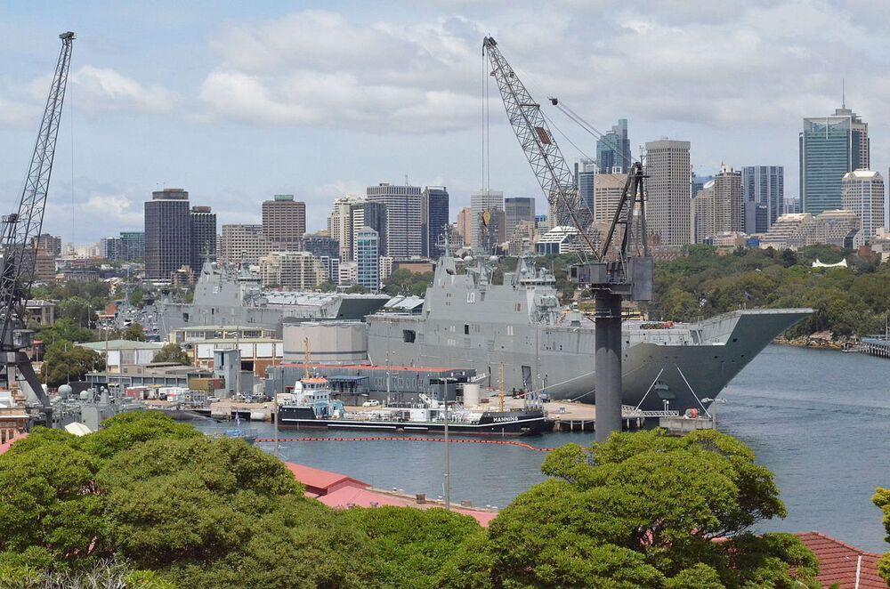 O HMAS Canberra é um navio da classe Canberra. É porta-helicópteros e navio-almirante da Marinha Real da Austrália desde 2014. O design do navio é semelhante ao do Juan Carlos I. O segundo navio desta classe é o HMAS Adelaide, que entrou em serviço em 2015. São os maiores navios da Marinha Real Australiana