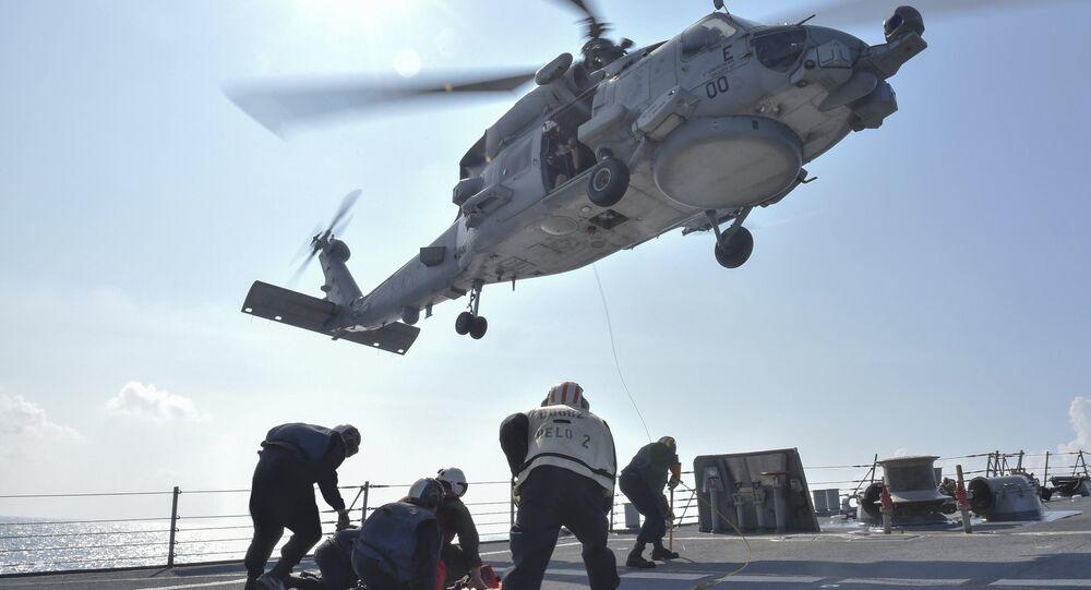 Um helicóptero MH-60R Seahawk pousando no destróier USS Lassen, durante um exercício no mar do Sul da China (arquivo)