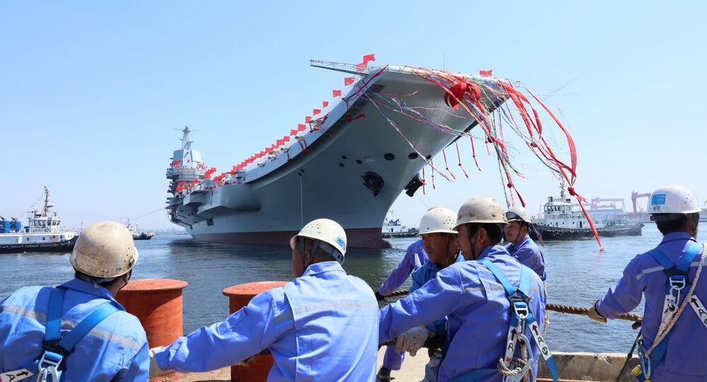 O primeiro porta-aviões de construção nacional da China durante cerimônia de lançamento em Dalian, província de Liaoning, China, 26 de abril de 2017