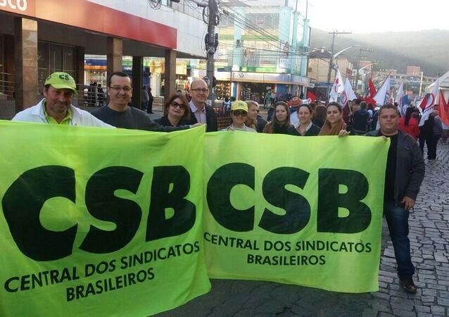 Ação da Central dos Sindicatos Brasileiros (CSB) em protesto de trabalhadores na cidade de Joinville (SC).