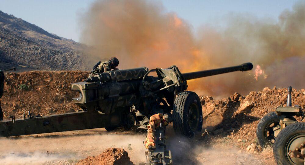 Tropas sírias atacam posições do Daesh perto da cidade de Al-Zabadani, Síria (foto de arquivo)