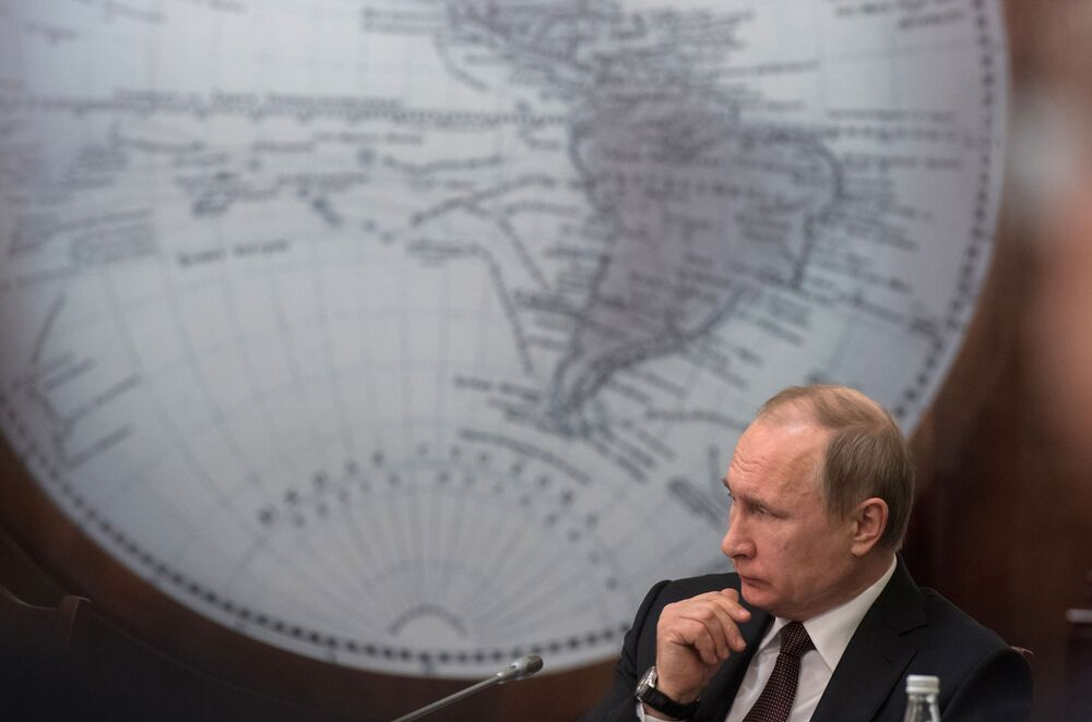 O presidente da Rússia, Vladimir Putin, na reunião do Conselho da Sociedade Geográfica Russa na sede da organização em São Petersburgo
