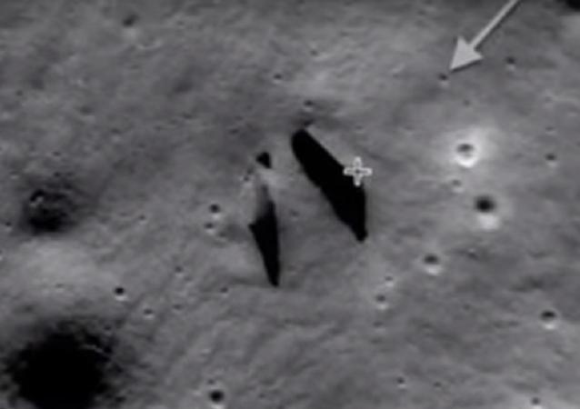 Uma construção na superfície da Lua