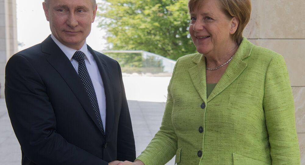 A chanceler alemã, Angela Merkel, e o presidente da Rússia, Vladimir Putin, 2 de maio de 2017