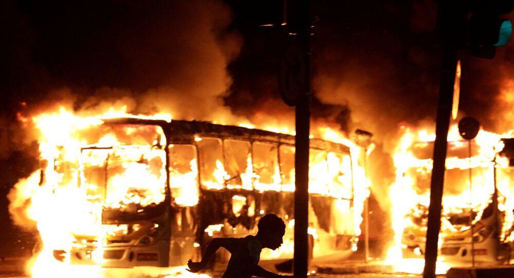 Ônibus pega fogo no Rio (arquivo)