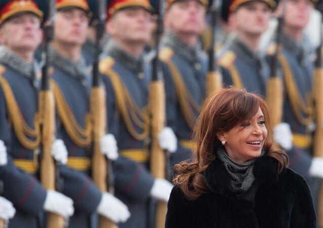 Presidenta da Argentina, Cristina Kirchner, desembarca em Moscou