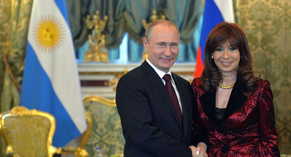Vladimir Putin e Cristina Fernández de Kirchner durante o encontro de 23 de abril de 2015