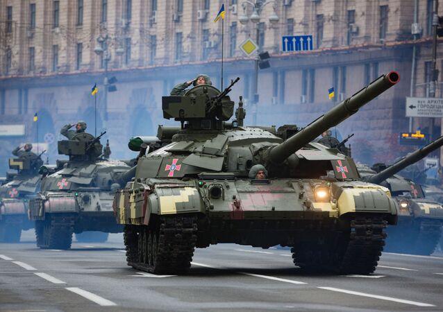 Tanque ucraniano T-64 durante a Parada militar em homenagem do Dia da Independência da Ucrânia