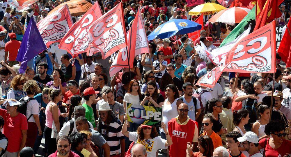 Estudantes engrossam manifestações contra reformas