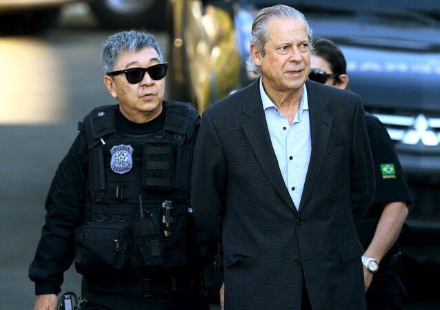 Ex-ministro da Casa Civil, José Dirceu, preso em 2015