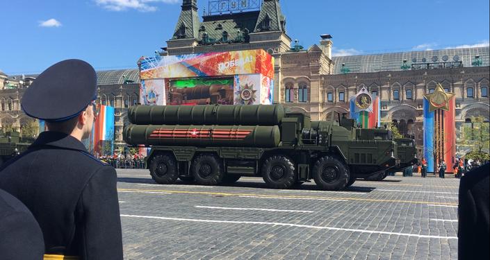 Sistemas de mísseis S-400 Triumf desfilam durante o ensaio geral da Parada da Vitória, em 7 de maio de 2017