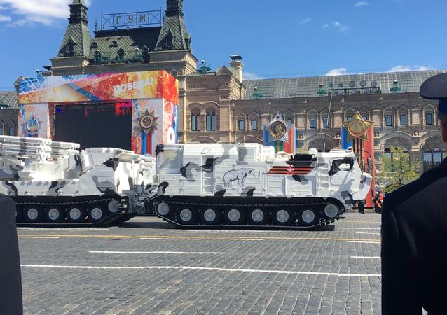 Novo complexo ártico de defesa antiaérea TOR-M2DTe o sistema Pantsir-AS estreiam durante o ensaio geral da Parada da Vitória, em 7 de maio de 2017