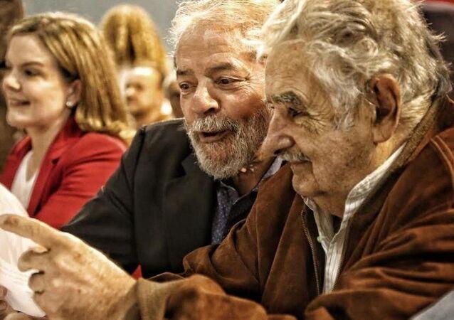 Junto com Pepe Mujica, do Uruguai, ex-presidente abriu o 6º Congresso Estadual do PT em São Paulo.