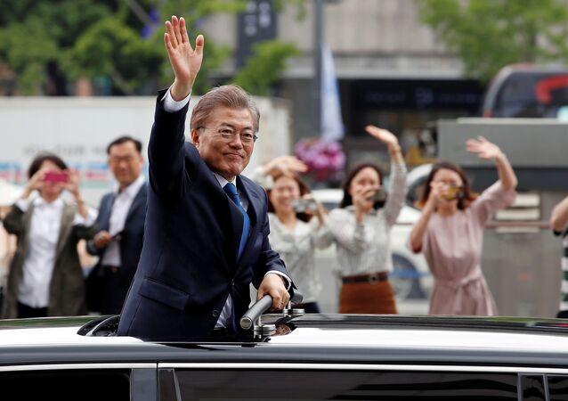Moon Jae-in, presidente sul-coreano, está se dirigindo à Casa Azul em Seul, maio, 10, 2017