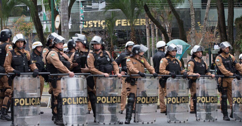 Polícia montou esquema de segurança especial em frente ao prédio da Justiça Federal em Curitiba, onde o juiz Sérgio Moro ouviu o depoimento do ex-presidente Lula