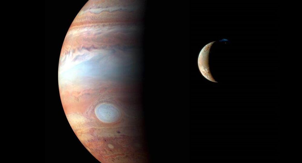 Sonda New Horizons fotografa Júpiter e sua lua vulcânica Io (foto de arquivo)