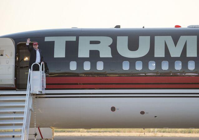 O avião Boeing 747-200B do Trump