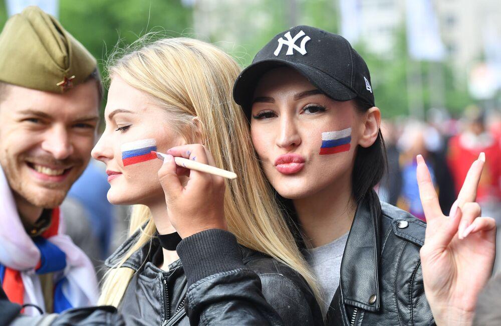 Torcida russa antes do jogo de hóquei no gelo entre as equipas da Rússia e Itália no âmbito do Mundial 2017