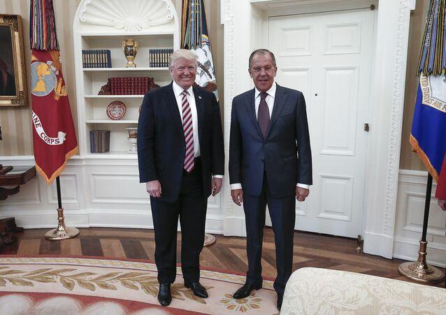 O chanceler russo, Sergei Lavrov, em encontro com o presidente dos EUA, Donald Trump, em 10 de maio de 2017, na Casa Branca