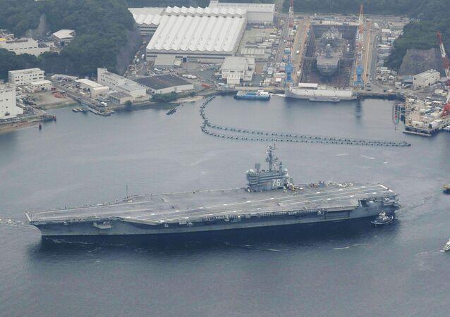 USS Ronald Reagan da Marinha dos EUA zarpa da base de Yokosuka, 16 de maio de 2017