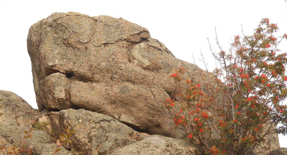 O Dragão – um antigo megalito descoberto nas Montanhas de Altai, na Rússia