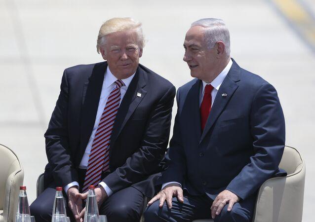 O presidente dos EUA, Donald Trump, conversa com o primeiro-ministro de Israel, Benjamin Netanyahu, em Tel Aviv, nesta segunda-feira, 22 de março de 2017