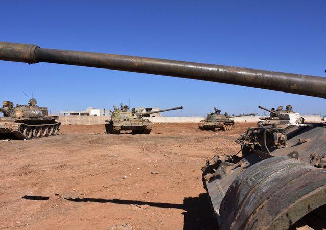 Tanques do exército sírio em Aleppo
