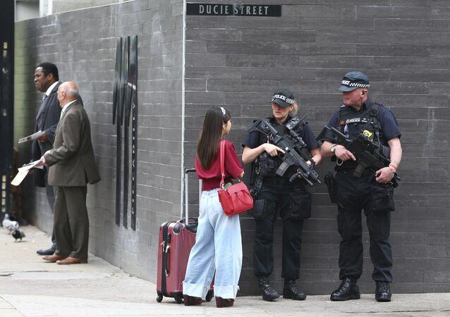 Polícia armada na cidade de Manchester, Grã-Bretanha, 22 de maio de 2017