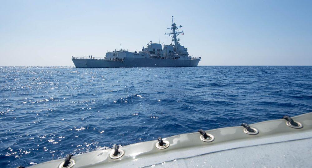 O destróier dos EUA USS Dewey