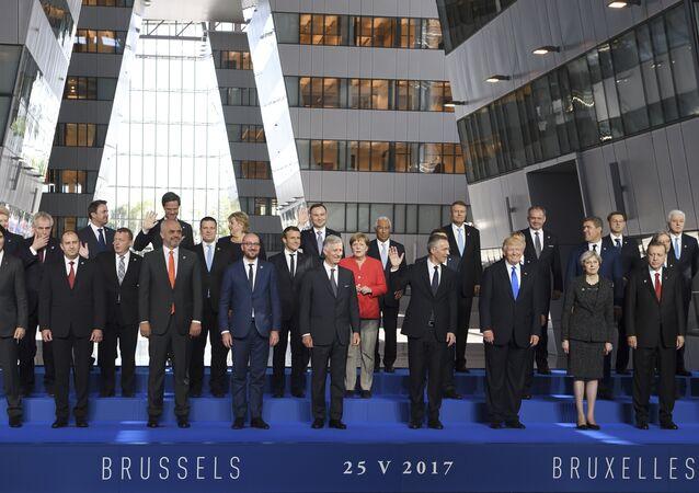 Líderes dos países-membros da OTAN participam de cerimônia na sede da OTAN em Bruxelas, 25 de maio de 2017