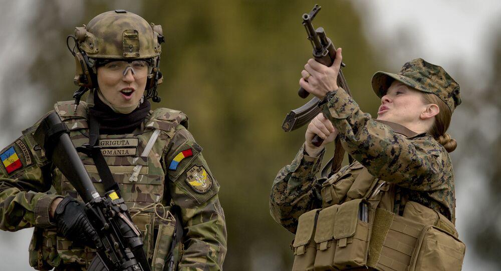 Militares da OTAN durante as manobras Spring Storm 2017