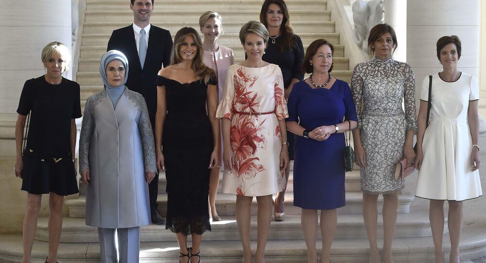 Marido do primeiro-ministro de Luxemburgo sai em foto junto com primeiras-damas durante reunião dos países da OTAN