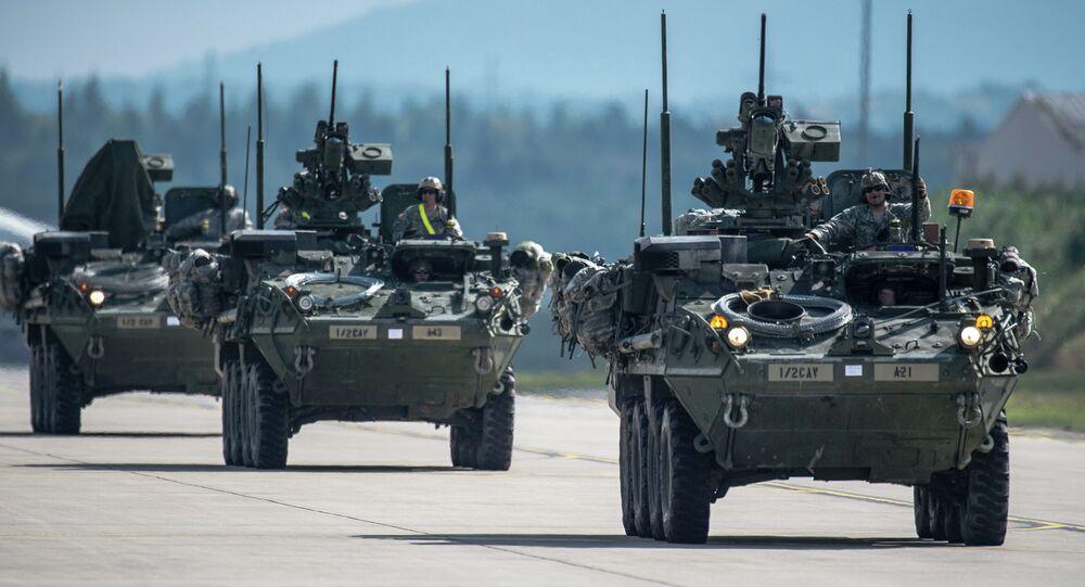 Comboio de blindados Stryker do exército americano
