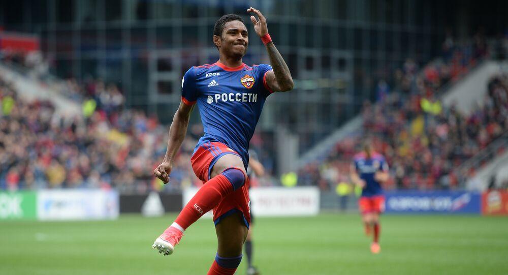 Vitinho depois de fazer gol em um dos jogos da Primeira Liga do Campeonato Russo de Futebol, Moscou, 21 de maio de 2017