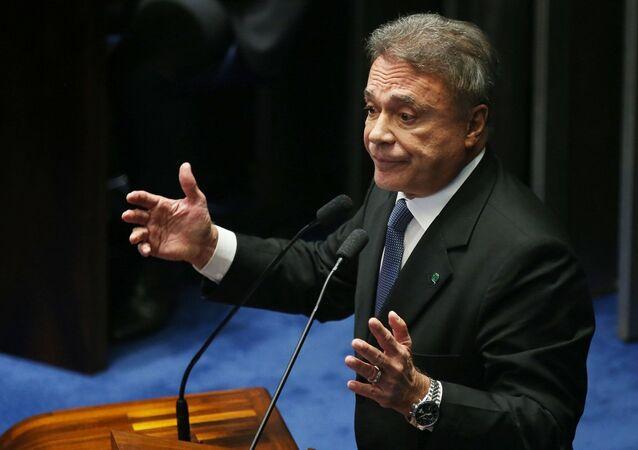 Senador Álvaro Dias na tribuna do Plenário