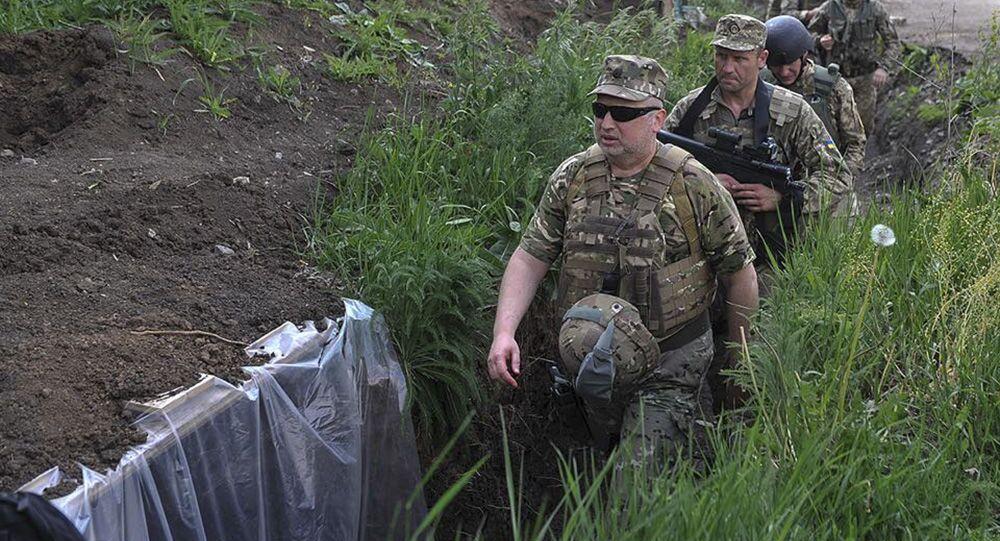 O secretário do Conselho de Defesa e Segurança Nacional da Ucrânia Aleksandr Turchinov durante sua visita ao Donbass