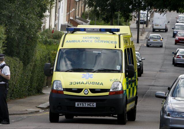 Ambulância no Reino Unido, em Londres (imagem de arquivo)