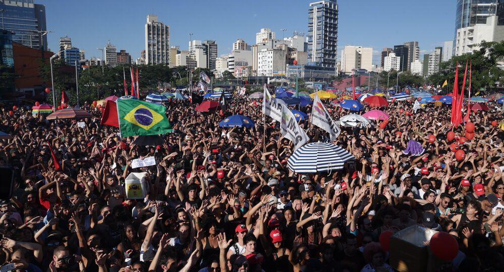 Ato pelas Diretas Já no Largo da Batata, em São Paulo
