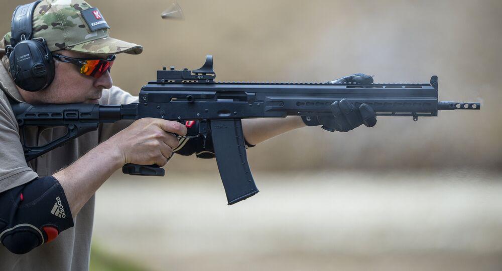 Arma utilizada no ataque seria uma escopeta semiautomática da marca Saiga