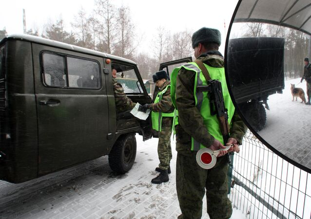 Guarda-fronteiras russos na fronteira russo-lituana, foto de arquivo