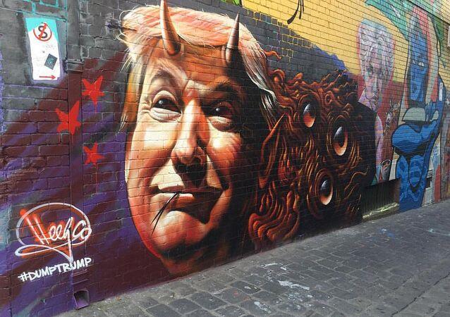 Donald Trump, presidente dos Estados Unidos, representado como um demônio por artista de rua