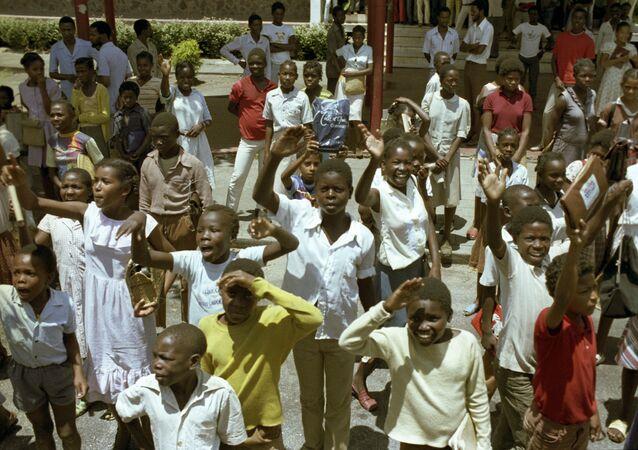Jovens moçambicanos