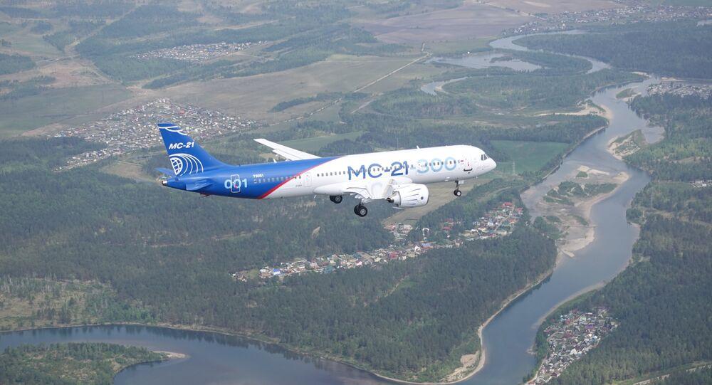Vista aérea do primeiro voo do avião MC-21, produzido pela corporação Irkut