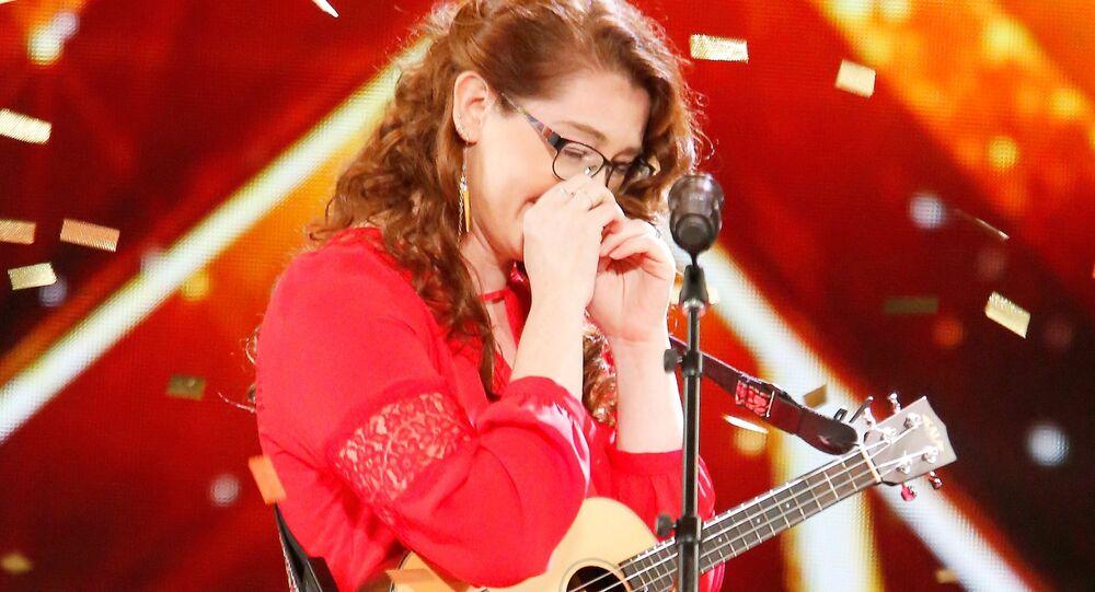 Mandy Harvey comove jurados do America's Got Talent