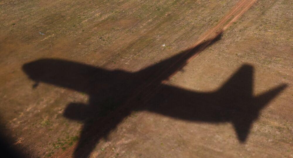 A sombra de um avião. (Arquivo)