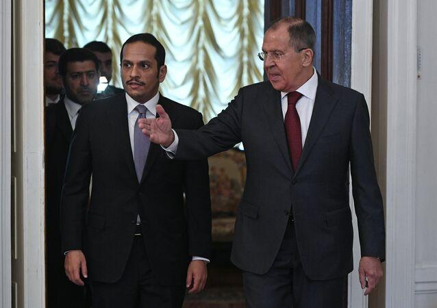 O chanceler russo, Sergei Lavrov, e seu homólogo qatarense, Mohammed bin Al-Thani, durante a reunião em Moscou, em 10 de junho de 2017
