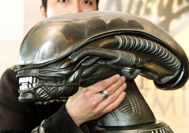 Caixa com DVD comemorativa do 25º aniversário do filme Alien