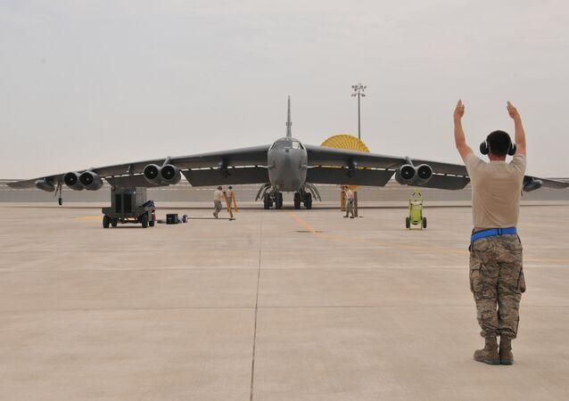 Um bombardeiro estratégico B-52 da Força Aérea dos EUA chega a base militar norte-americana de Al Udeid no Qatar (foto de arquivo)